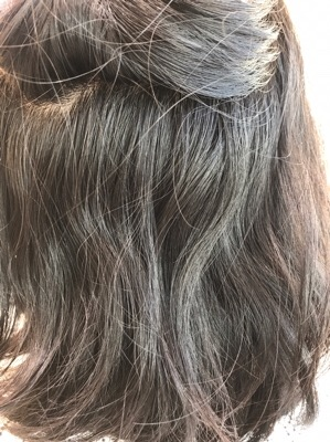 縮毛矯正前のクセが出ている写真