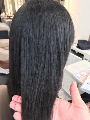 縮毛矯正後のサラサラツヤツヤの写真