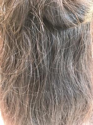 収まりが悪くなった髪