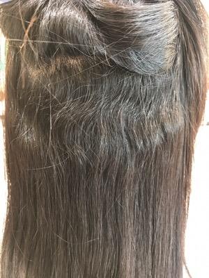 縮毛矯正前のクセが出ている髪