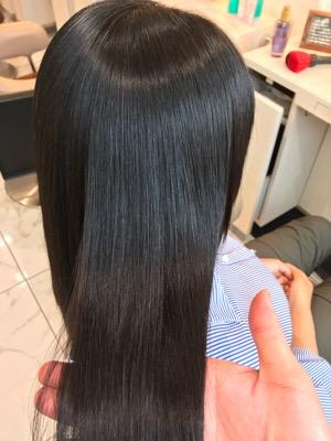 縮毛矯正後の艶のある髪