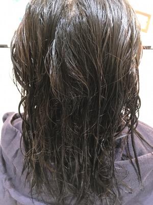 ブリーチとその上から暗く染めている癖毛