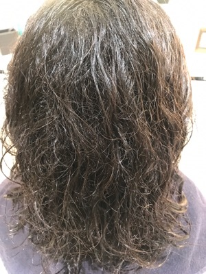 縮毛矯正前の濡らした髪の状態