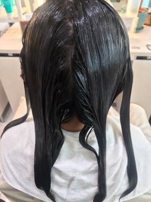 縮毛矯正の一液を塗布した状態