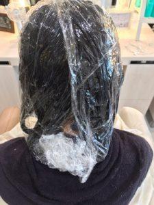 縮毛矯正の一液を塗った状態