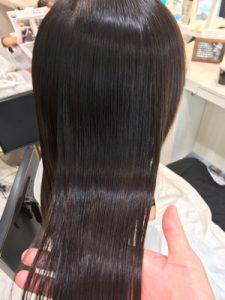 ツヤツヤの縮毛矯正をかけた髪