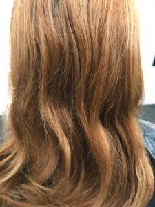 ブリーチ毛でクセ毛が出ている状態
