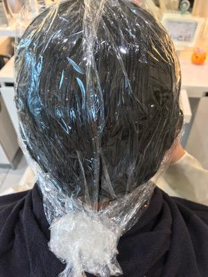 縮毛矯正剤を塗布してラップした状態