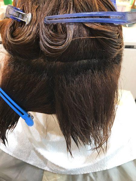 縮毛矯正の薬を塗る前のブロッキングの状態