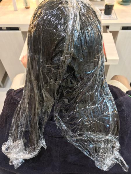 縮毛矯正剤と髪質改善トリートメントを塗布した状態