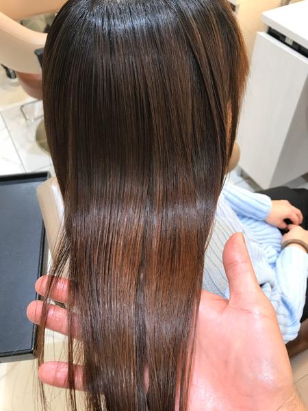 髪質改善縮毛矯正が終わった後の髪のツヤ