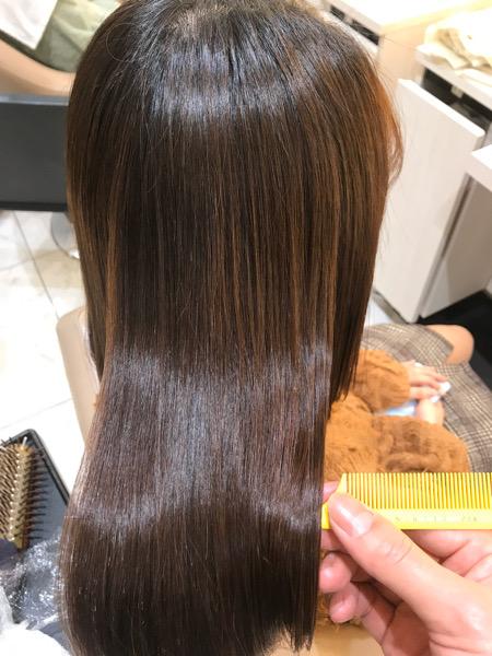 強いくせ毛に縮毛矯正をかけた後の髪のツヤ