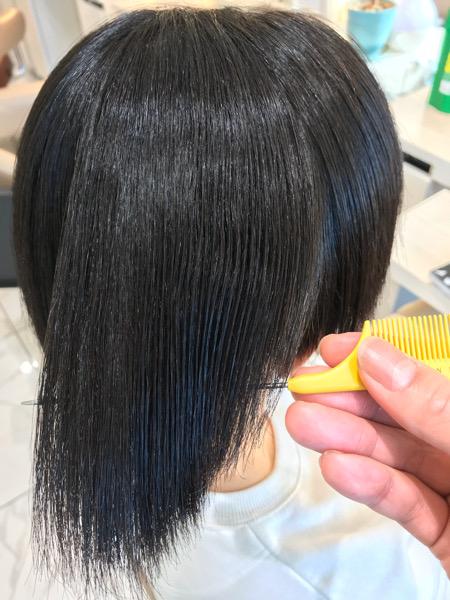 縮毛矯正を終えた髪にツヤがある状態