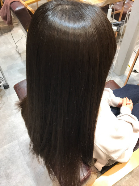 サイドバックから見た縮毛矯正のスタイル