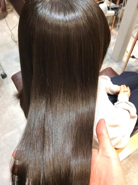 縮毛矯正をした髪のツヤ