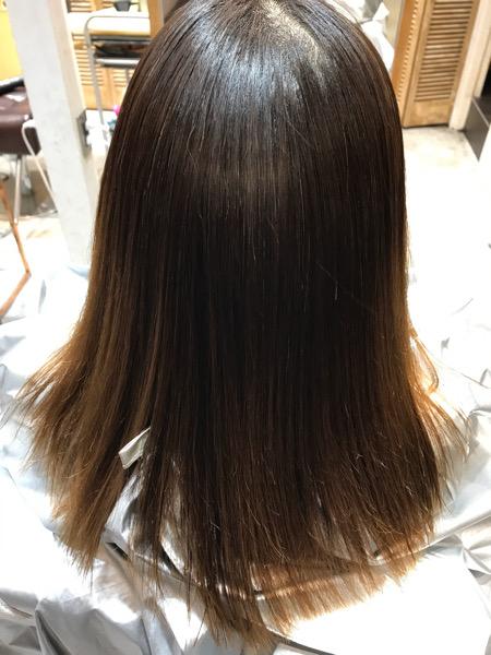 縮毛矯正後、髪質改善トリートメントのアイロン仕上げをしていない状態