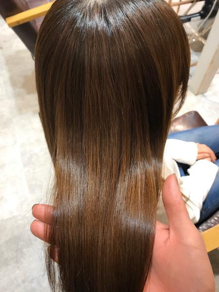 カラーをしている髪に縮毛矯正をかけた時のツヤ