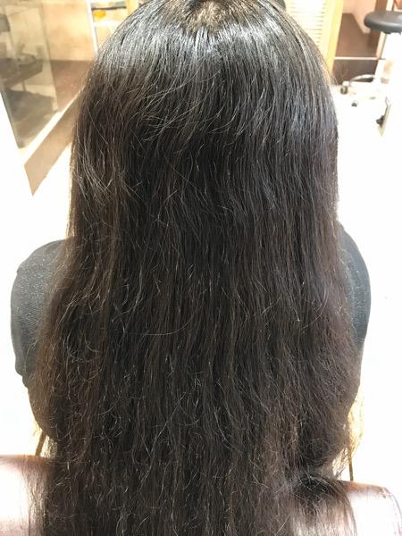 縮毛矯正をかける前の乾いた髪