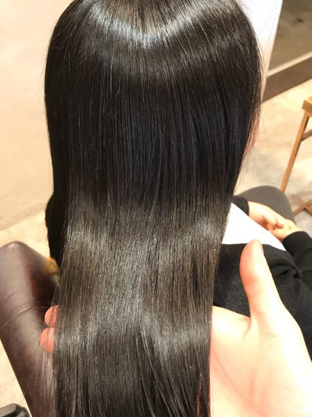 縮毛矯正をかけた状態の髪のツヤ