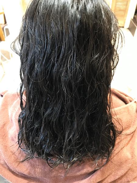 縮毛矯正をかける前の濡らした状態