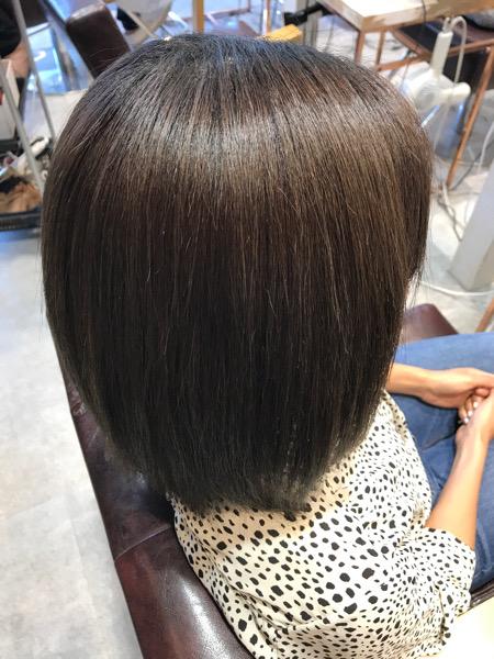 縮毛矯正と髪質改善トリートメントをやった後の髪のサイドバック