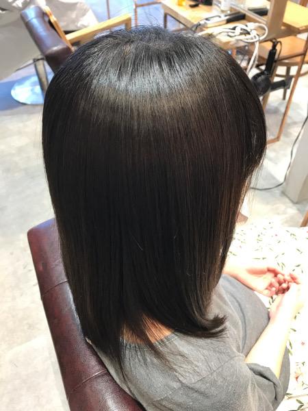 縮毛矯正+髪質改善トリートメント+カラーをした後のサイドバックからの状態