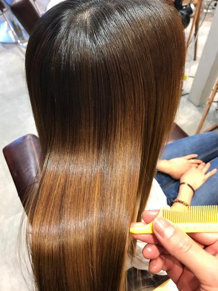 ブリーチ縮毛矯正の後の髪の艶