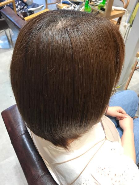 チリチリする髪に縮毛矯正をかけた後の髪(バックサイド)