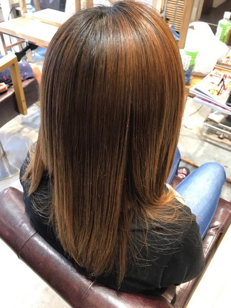 ブリーチ縮毛矯正をかけた後の髪の状態(サイドバックから)