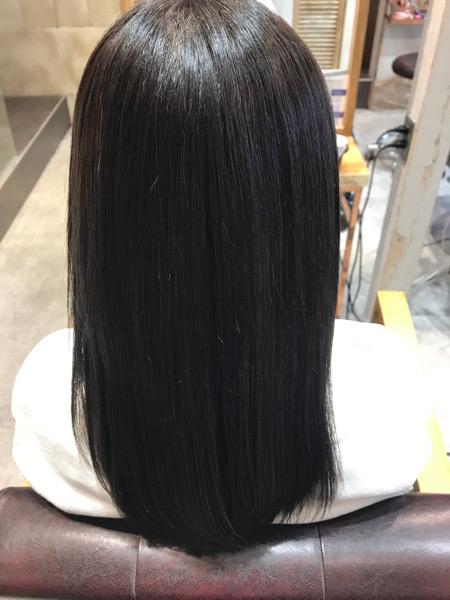 縮毛矯正、髪質改善トリートメントをした髪にカラーをした状態