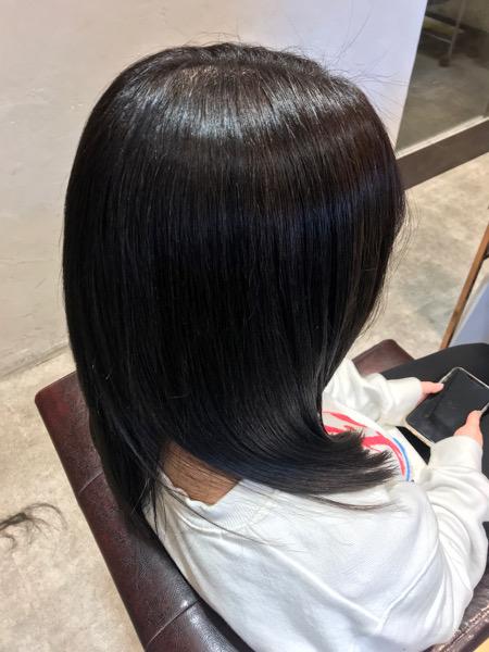 斜めから見た縮毛矯正、髪質改善トリートメント、カラーの仕上がり
