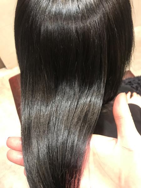 縮毛矯正。髪質改善トリートメント、カラーをした髪のツヤ