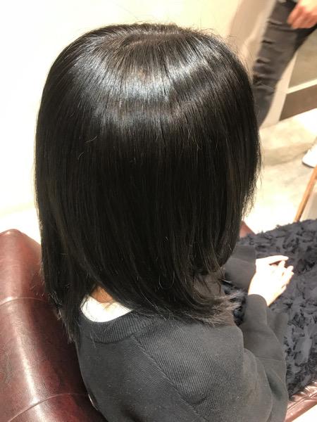 縮毛矯正、髪質改善トリートメント、カラーをした髪(サイドバック)
