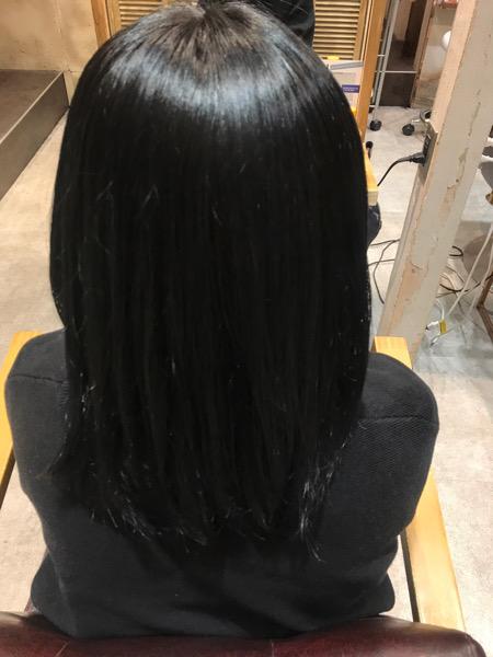 縮毛矯正、髪質改善トリートメント、カラーをした髪