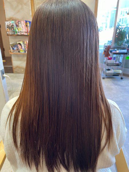 縮毛矯正と髪質改善トリートメントをした髪のバックスタイル