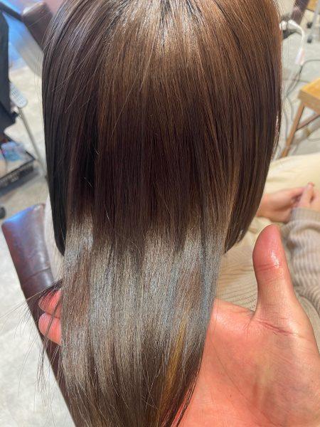 インナーカラーにブリーチ縮毛矯正をかけた髪のツヤ