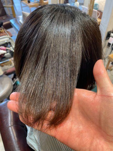 ブリーチ縮毛矯正+髪質改善トリートメントをした髪のツヤ