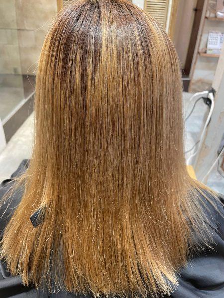 縮毛矯正が終わって最後のアイロンをかける前の髪