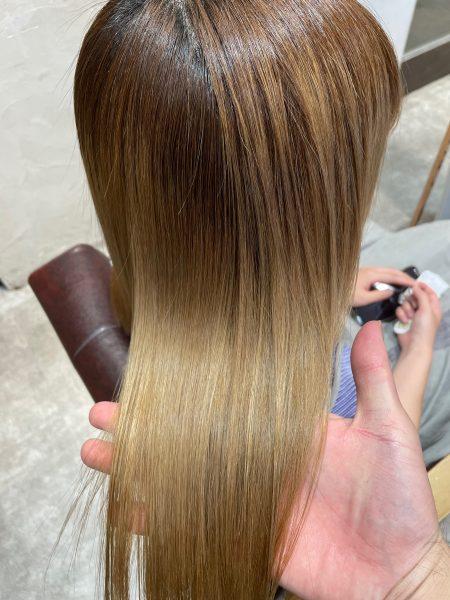 ブリーチ髪質改善縮毛矯正をした後の髪のツヤ