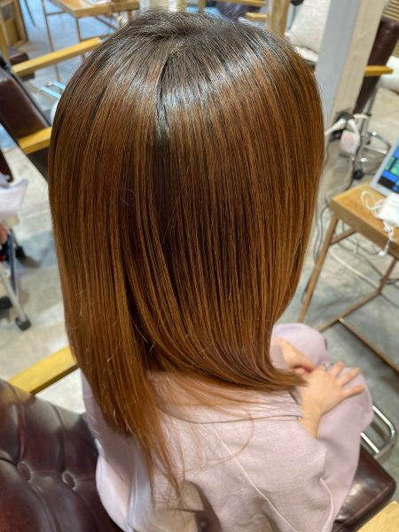 ブリーチ毛に縮毛矯正&髪質改善トリートメントをした髪(サイドバック)