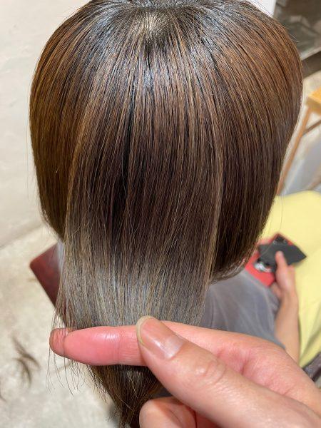 ブリーチ毛に髪質改善縮毛矯正をした髪のツヤ