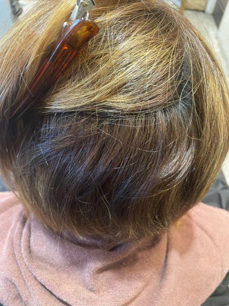ハイライトが入っている髪に縮毛矯正&髪質改善トリートメントをする前の髪の状態